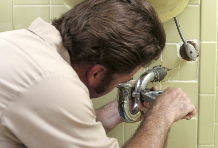 7 Tips For Fixing A Leaky Toilet Without A Plumber